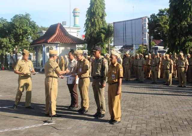 Penyerahan Petikan SK Kenaikan Pangkat Periode 1 April 2019