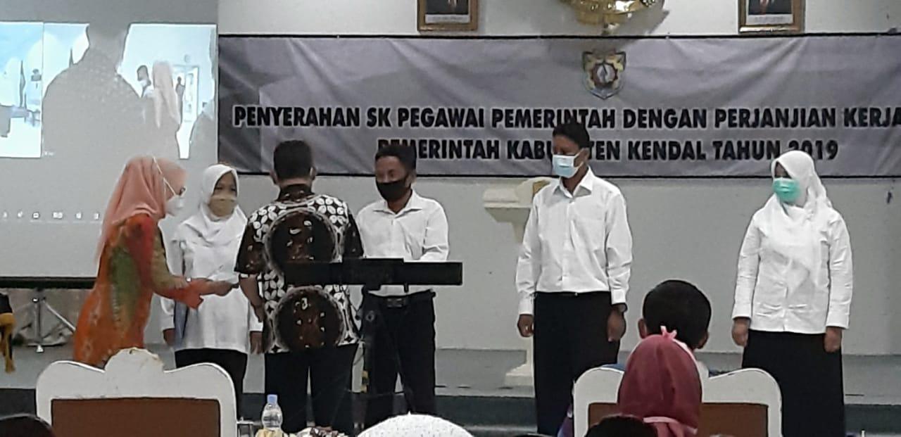 Penyerahan Petikan SK Pengangkatan PPPK Tahap I Kabupaten Kendal